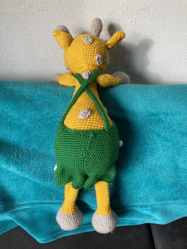 Giraf - achterkant - groene broek